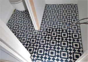 carreau-de-ciment-wc-géométrique