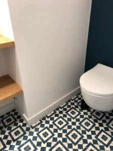 Carreau de ciment dans les wc