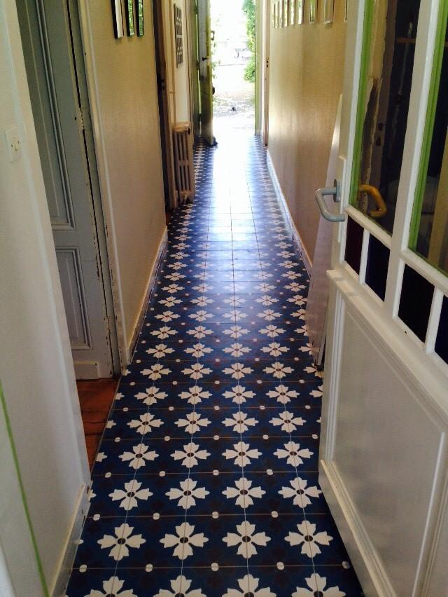 carreau de ciment fleuri bleu et blanc arborescence sud ouest. Black Bedroom Furniture Sets. Home Design Ideas